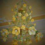 Lampadario rose gialle