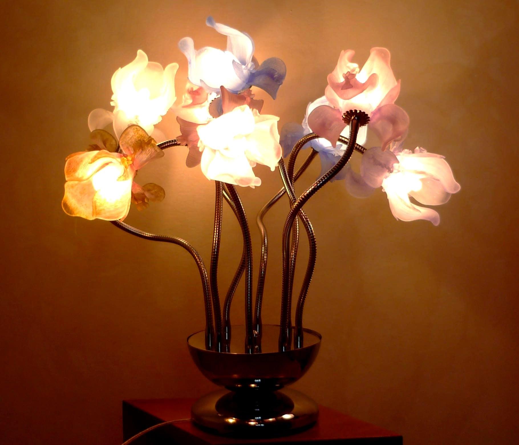 Lampada da tavolo fiori d'acciaio